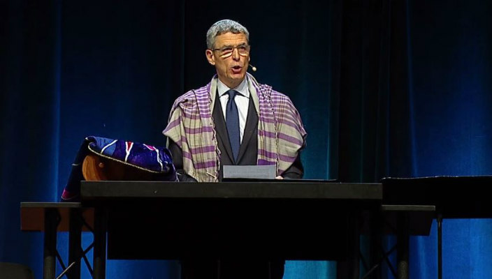 Rabbi Rick Jacobs on stage with the Torah during Shabbat morning services at the URJ Biennial