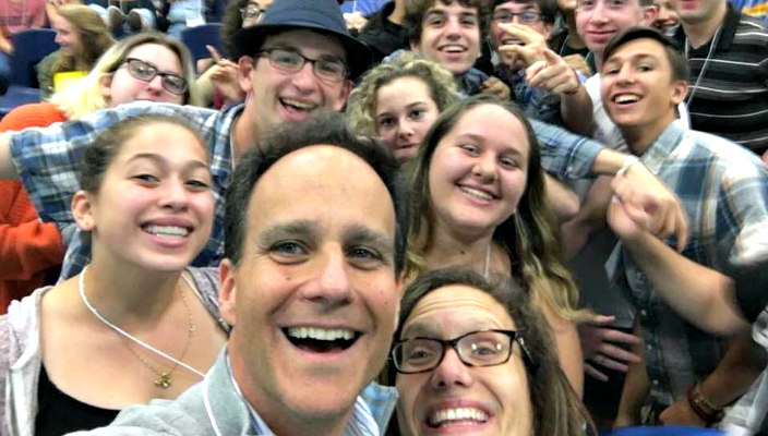 Dana Gershon and Rabbi Jonah Pesner take a selfie with 255 Jewish teens at the Northeast Leadership Summit