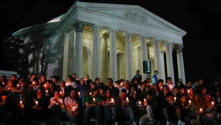 L'Taken participants celebrating Havdalah at the Lincoln Memorial