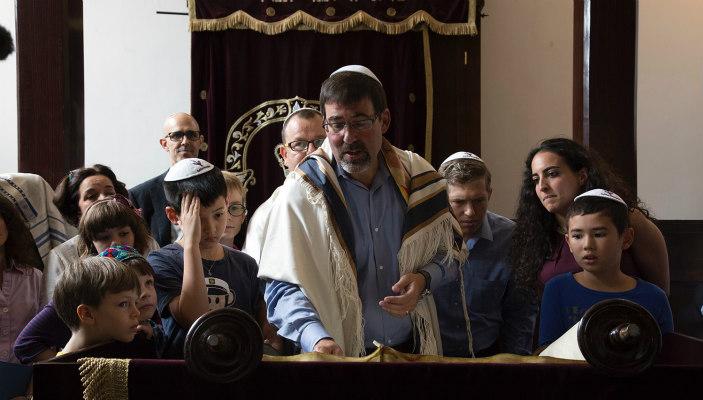 Rabbi David Wolfman reading Torah at Kehilat Shanghai