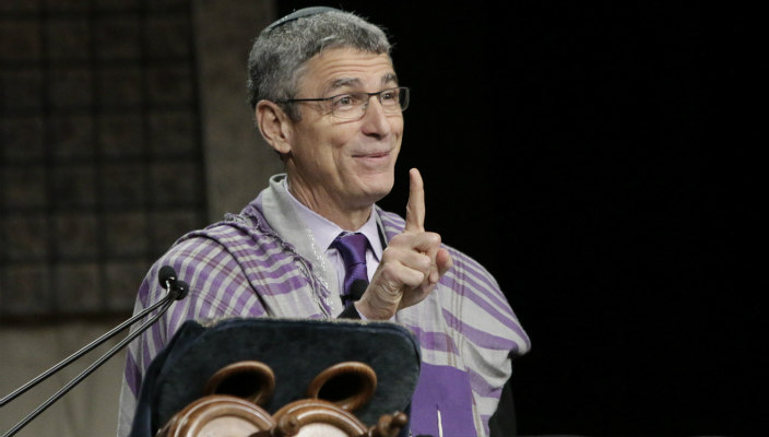 Rick Jacobs delivering his d'var Torah